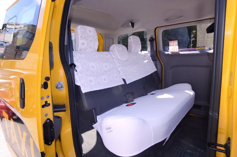 小型タクシー(ニッサンバネット)03